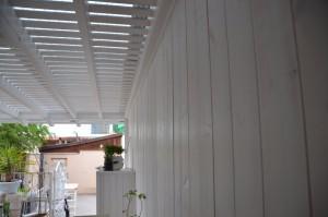 קיר עץ לבן