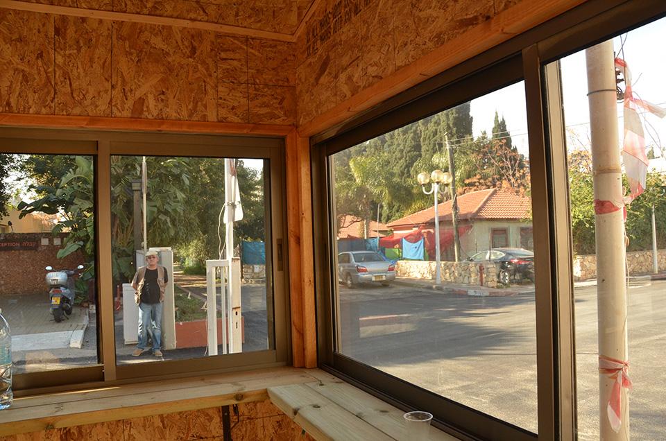 התקנת חלונות בבוטקה בית קיי