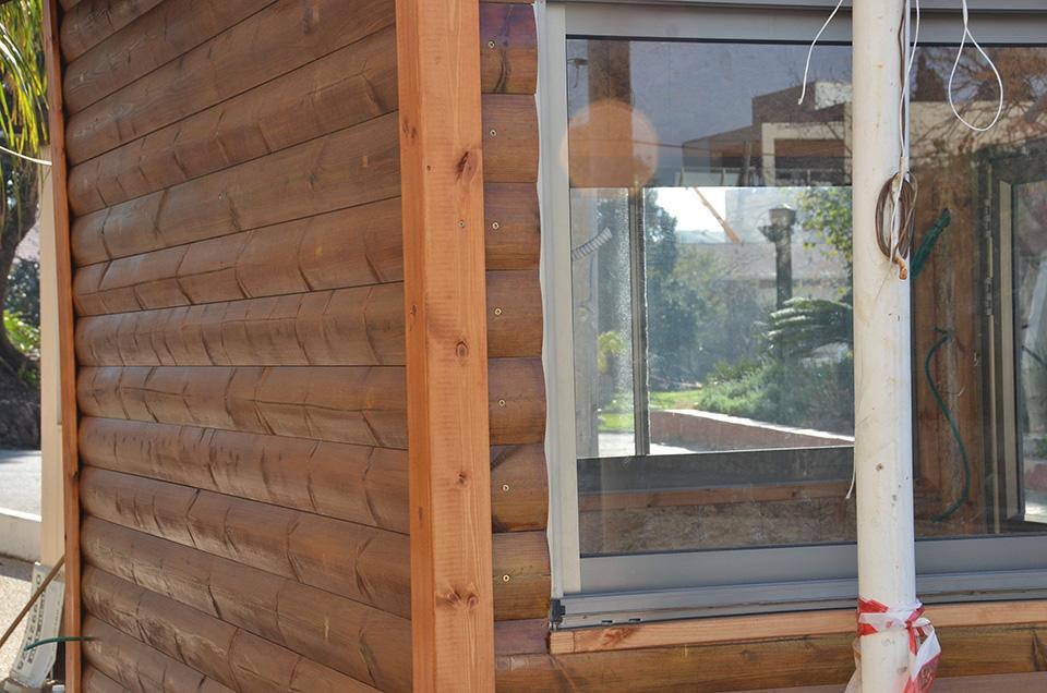 חלון בבוטקה עץ בית קיי